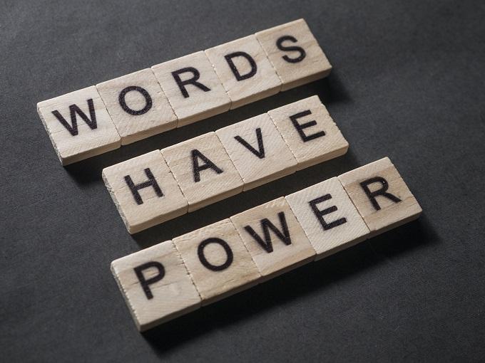 Worte sind mächtig. Deswegen sind Lektorate und Korrektorate wichtig.